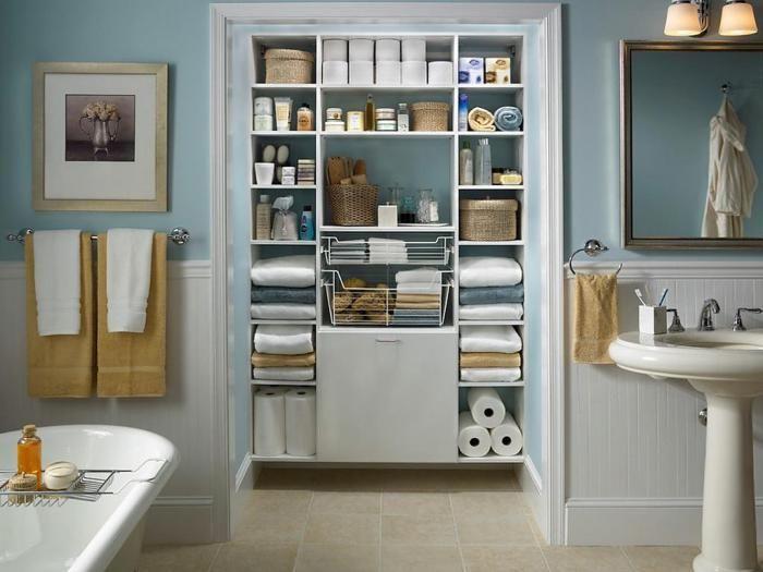 Z pewnością przyda się kilka systemów przechowywania we wnętrzu łazienki.