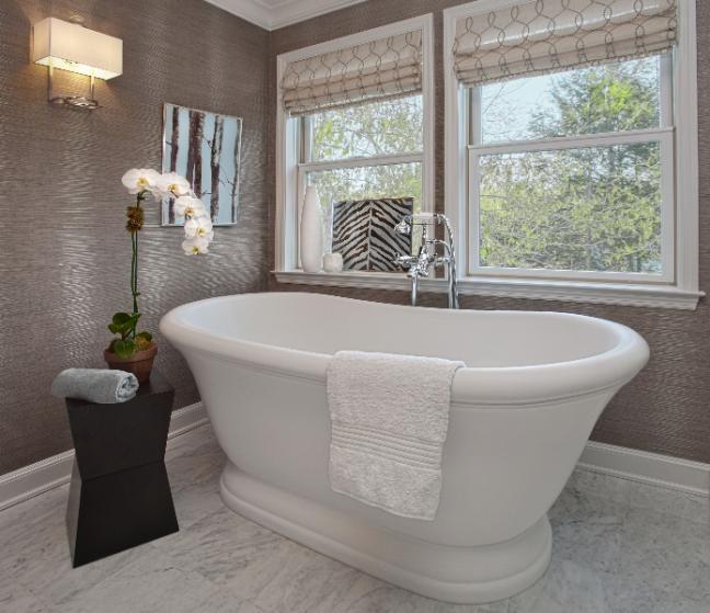 W domu prywatnym weź pod uwagę okno łazienki na etapie budowy.