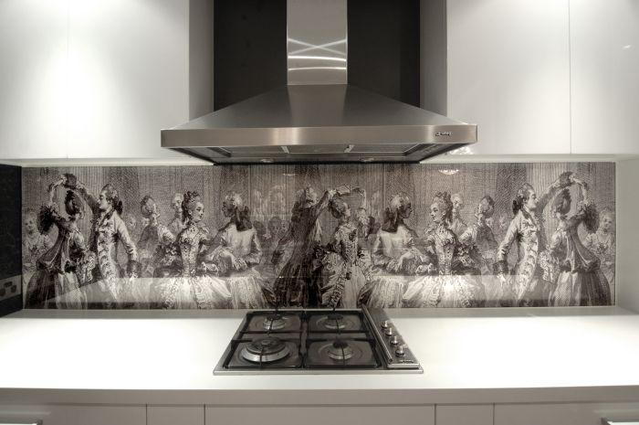 Кухненска престилка от стъкло с фотопечат в интериора на кухнята.
