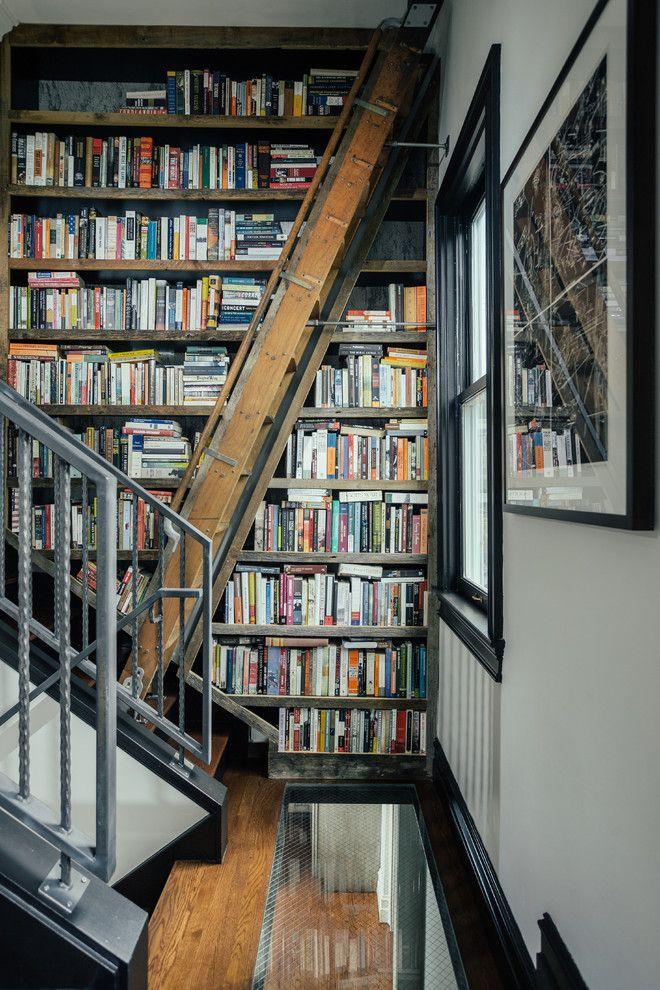 Лестница в интерьере домашней библиотеки