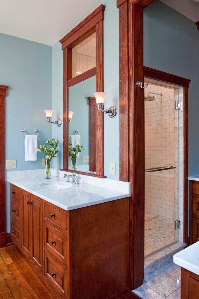 Красивые настенные светильники в интерьере ванной