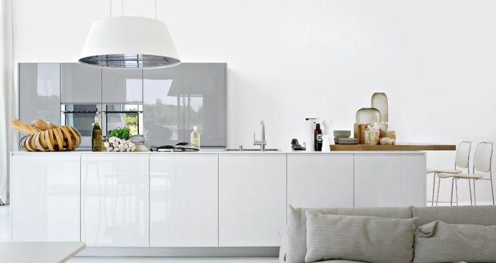 Белая кухня - вариант для всех интерьерных стилей.