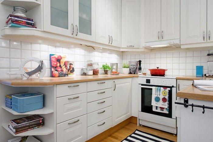 Ярки детайли в неутрален кухненски интериор.