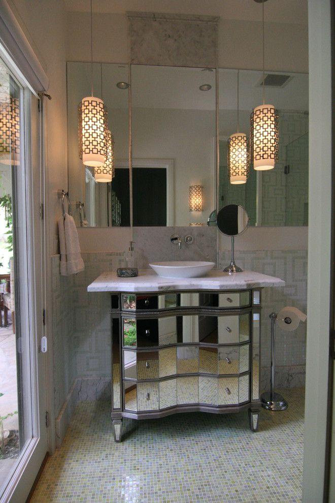 Роскошный светильник в интерьере помещения