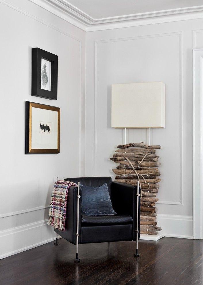 Замечательный светильник в интерьере помещения