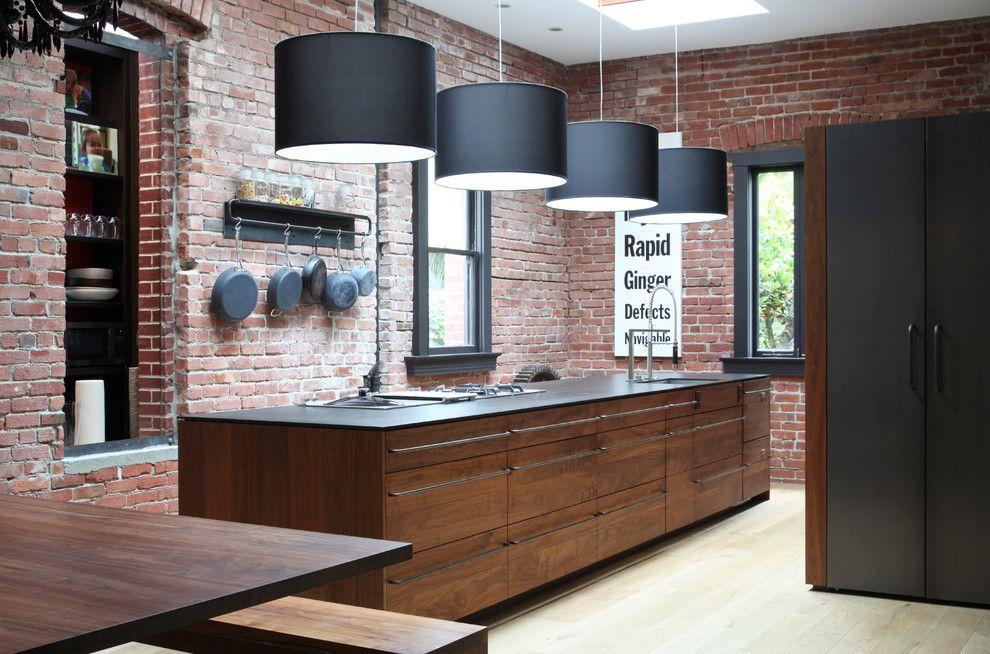 Красивый светильник в интерьере помещения