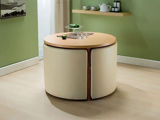 Uvanlig transformerende bord med dekorative elementer