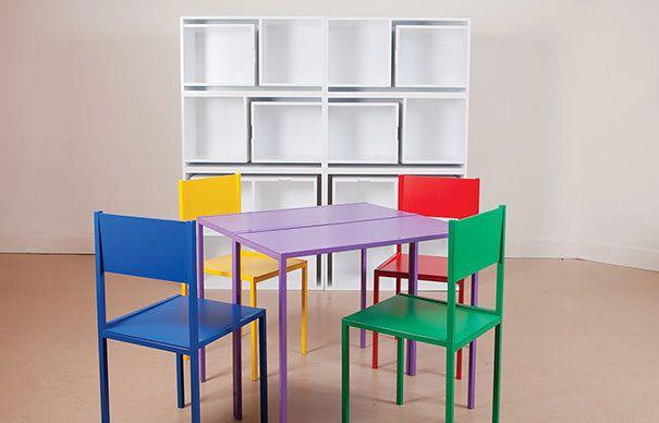 Красивые столы, стулья и стеллажи