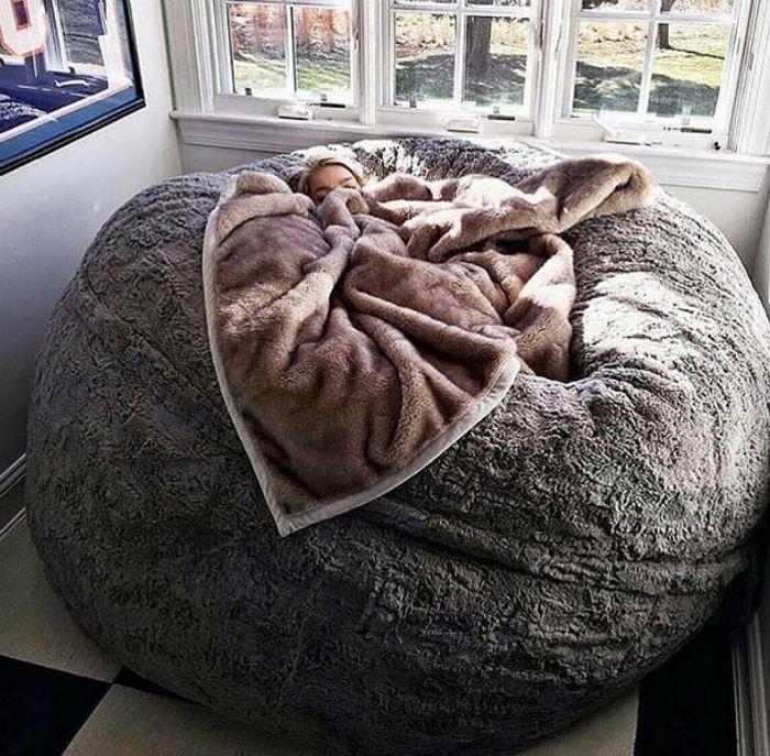 Кровать в виде шара.