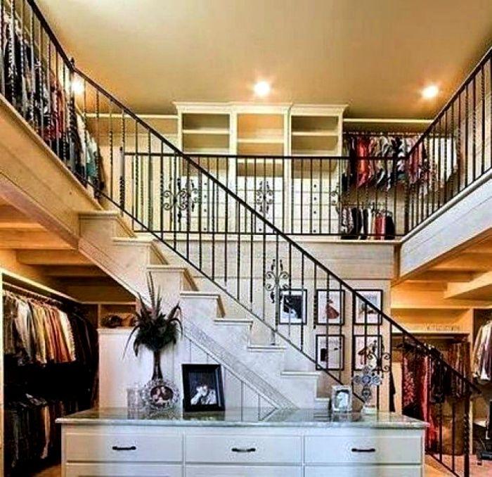Двухэтажная гардеробная.