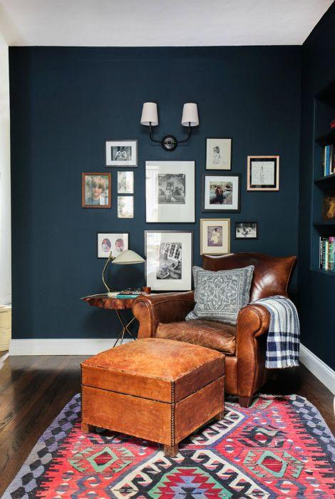 Luksusowy skórzany fotel zapewniający komfortowy wypoczynek.