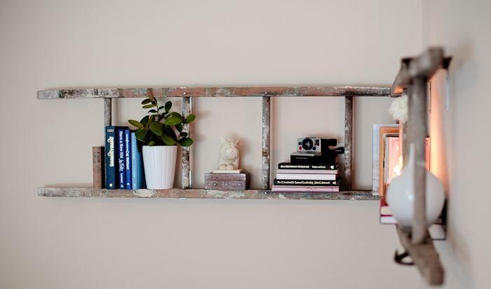 Дървена лавица за книги