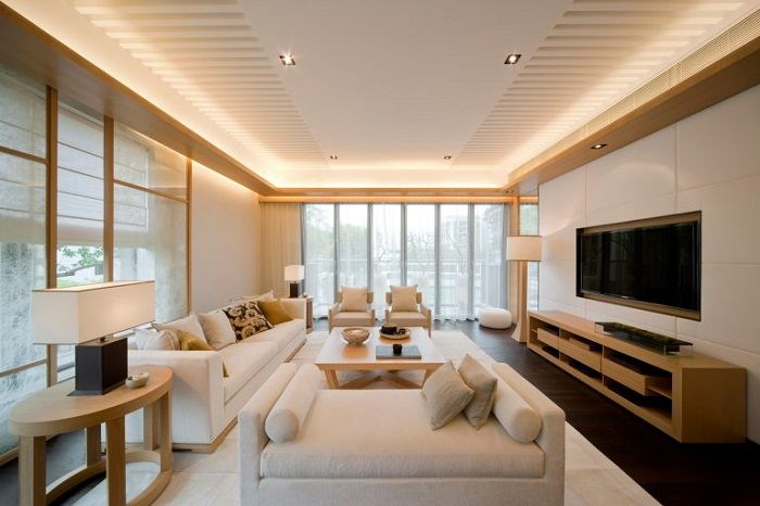 Ukryte oświetlenie tworzy luksusowe wnętrze pokoju gościnnego.