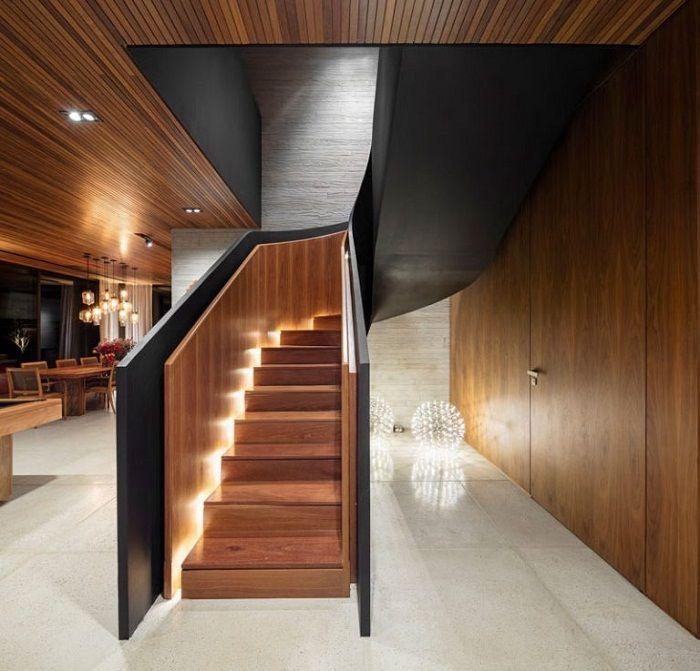 Świetna opcja na przekształcenie przestrzeni wokół schodów za pomocą oryginalnego oświetlenia.