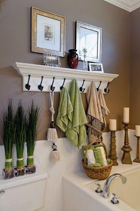 Интересное решение удачно обустроить интерьер ванной комнаты с помощью полок.