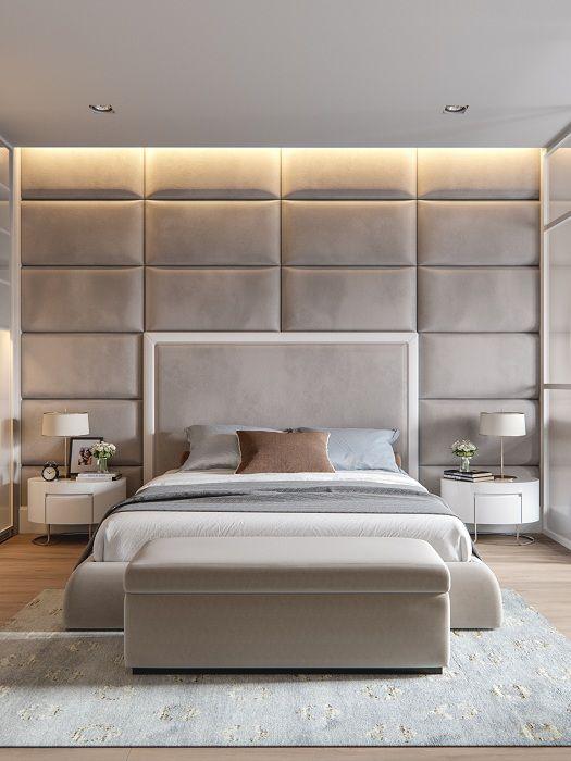 Сив интериор на спалнята със стръмна мека стена, която определено ще зарадва.