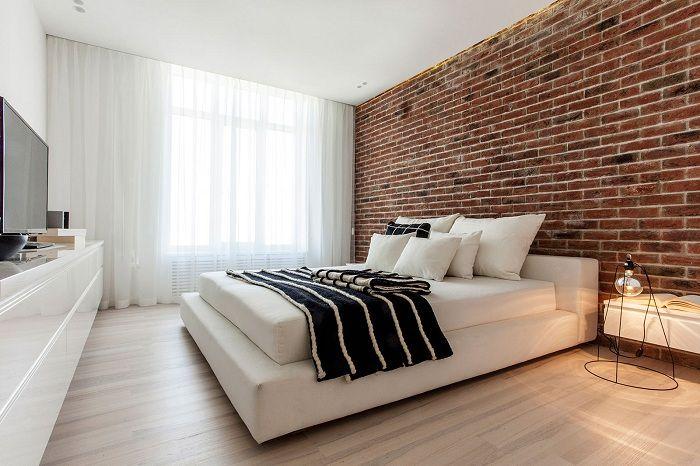 Отлично решение за декориране на интериора на спалнята с помощта на тухлена зидария.