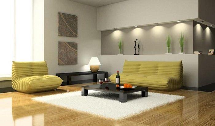 В небольшой гостиной, используется низкопрофильная мебель, что зрительно увеличивает пространство.