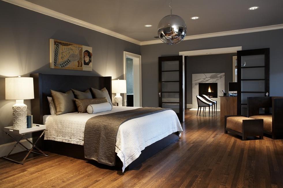 Как да украсите спалнята за високотехнологични мъже