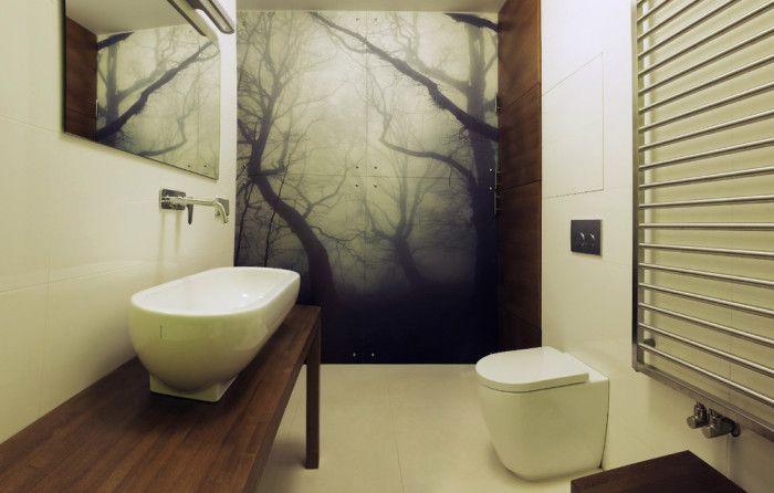 Невероятный интерьер ванной комнаты с чудным лесом – выглядит просто незабываемо.