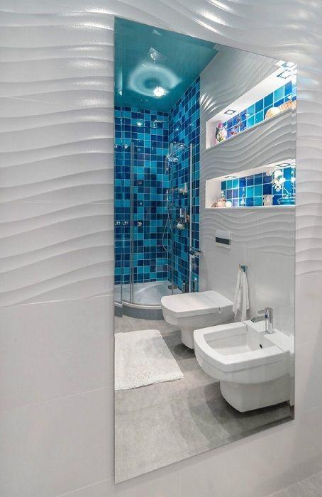 Интересное декорирование ванной комнаты с помощью мозаики цвета морской волны.