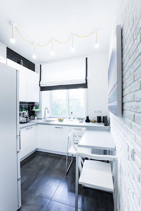 Прекрасный пример оформления кухни в белоснежных тонах, что станет просто находкой.