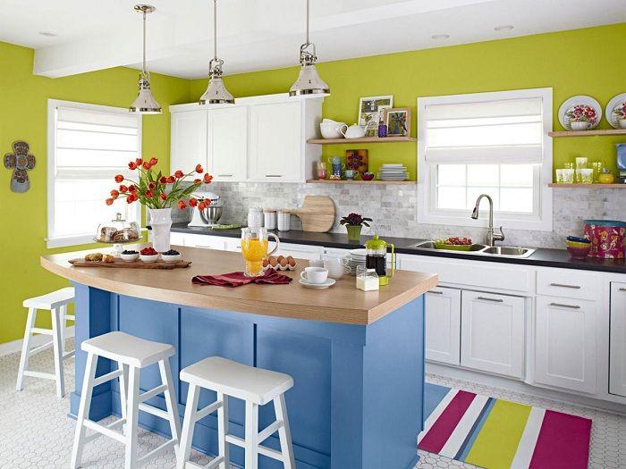Лучший пример оформить интерьер кухни в ярких тонах, что станет просто находкой.