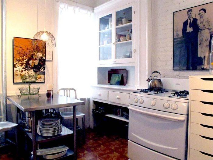 Интерьер кухни оформлен в светлых тонах, создает светлую и прекрасную обстановку.