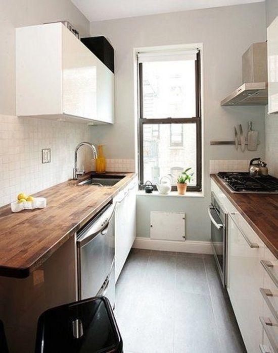 Отменный дизайн небольшой кухни, что точно понравится.
