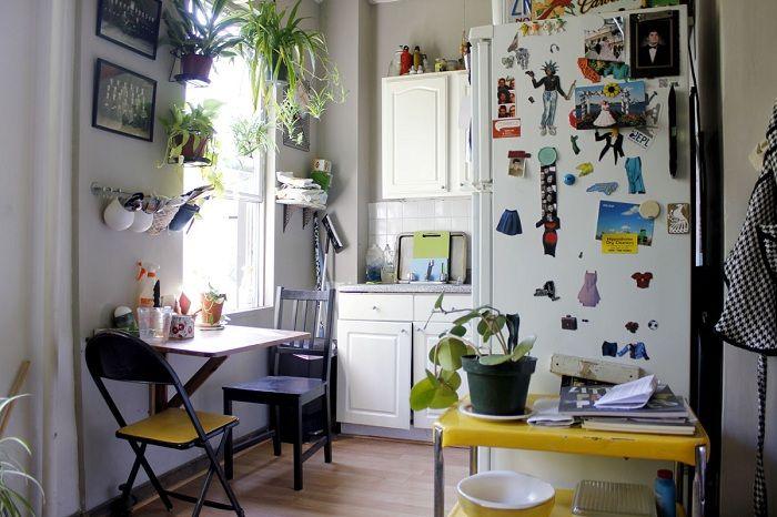 Хороший вариант оформить мини-кухню с множеством нужных элементов, что точно понравятся.