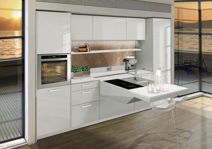 Кухненските кухни са много функционални.