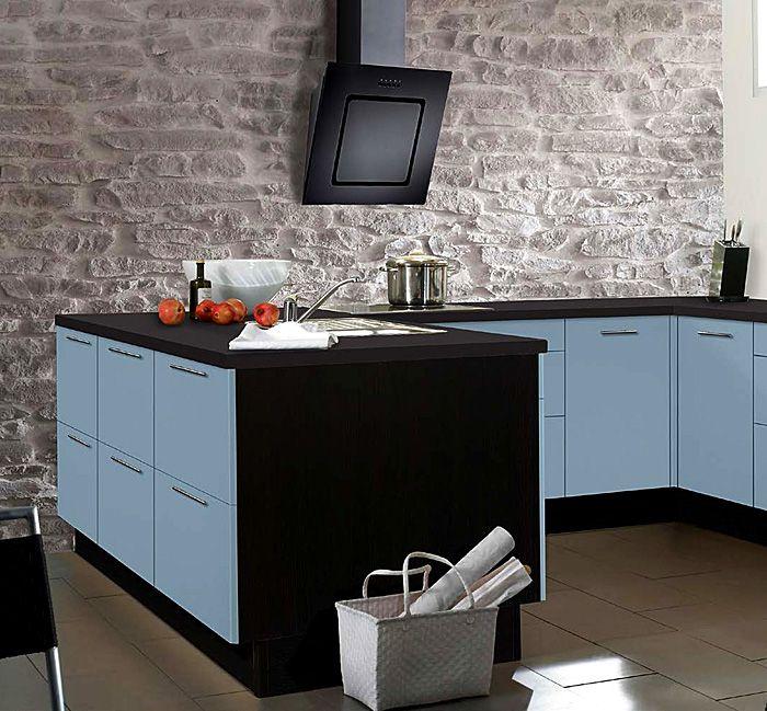 Дизайн на кухня в мек нюанс на синьо.