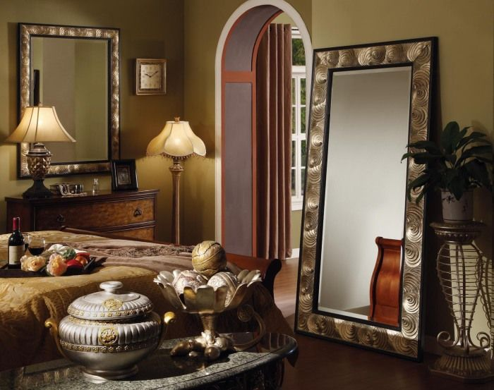 Огледалото също визуално ще разшири спалнята.