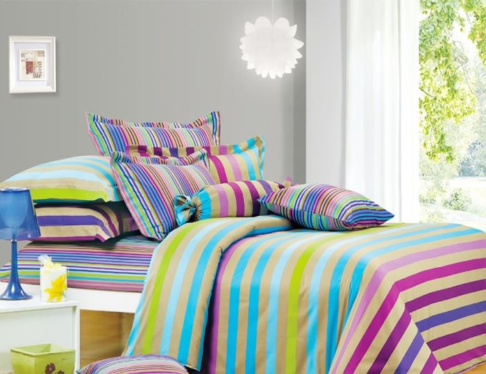 Ярките спално бельо ще оживят интериора на спалнята.