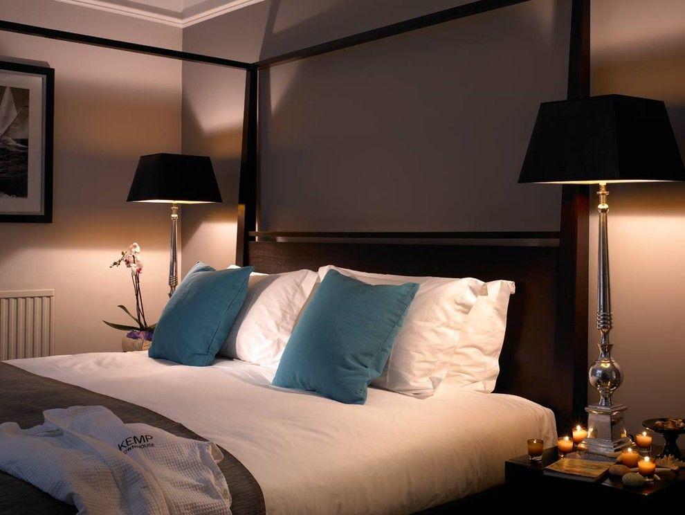 Восхитительное романтическое освещение в интерьере спальни