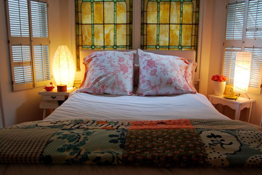 Превосходное романтическое освещение в интерьере спальни