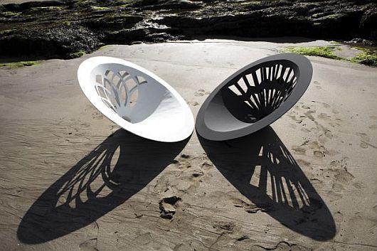Дизайнерские кресла на песке