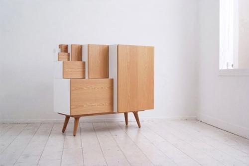 Креативный модульный шкаф у стены