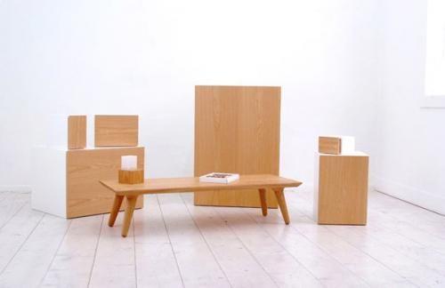 Прекрасный шкаф, стол с элементами декора