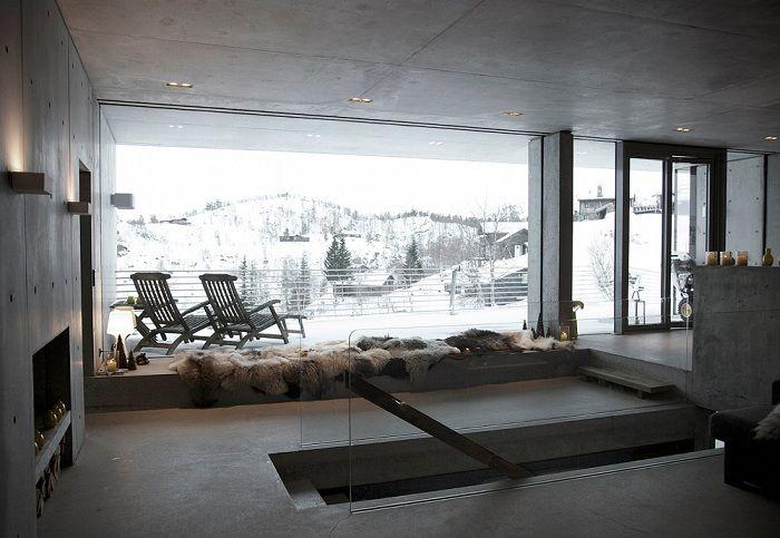 Филтрирайте Arkitekter. Големите прозорци предлагат отлична гледка към планинския пейзаж.