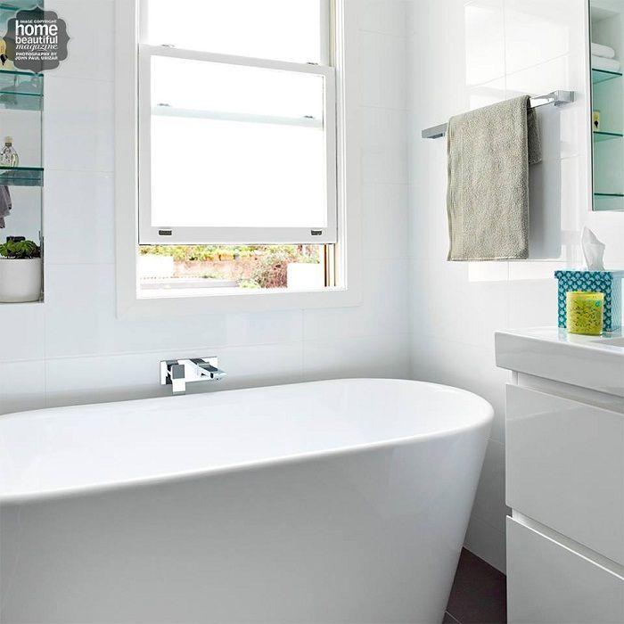 Ljus badrumsinredning som kommer att charma och inspirera med sin ljushet och enkelhet.