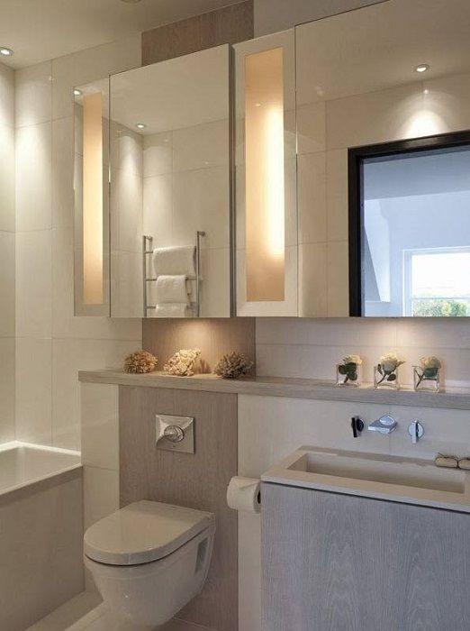 Utmärkt interiör i mjuka grädde färger som kommer att behaga och fördubbla alla badrum.