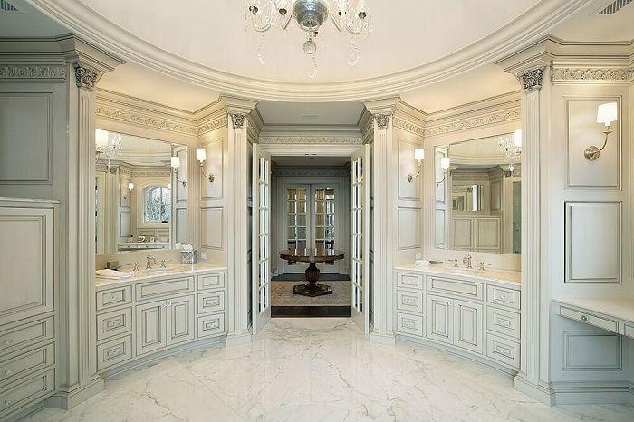 En badrumsvit som kommer att bli ett otroligt ögonblick i utformningen av denna typ av rum.