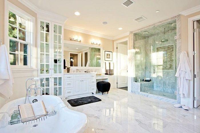 En fantastisk och mycket vacker interiör i ljusa färger som ger ljushet och enkelhet.