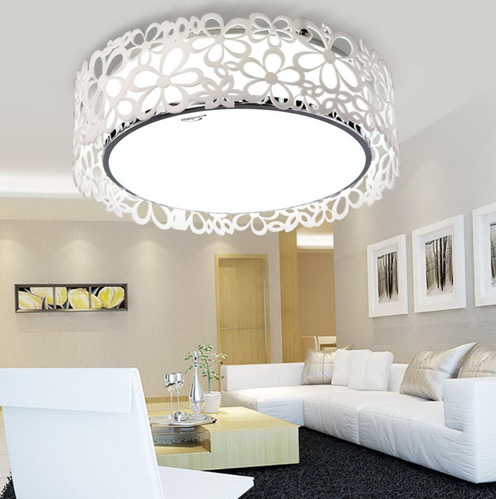 Светильники для гостиной: абажур с цветочным орнаментом