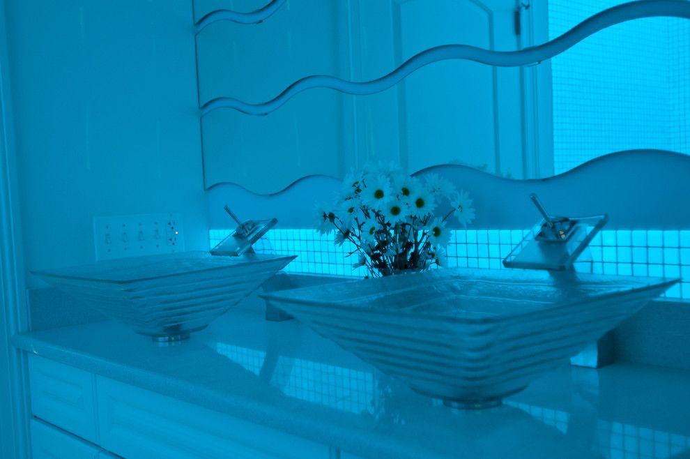 Неоновое сияние в интерьере ванной комнаты