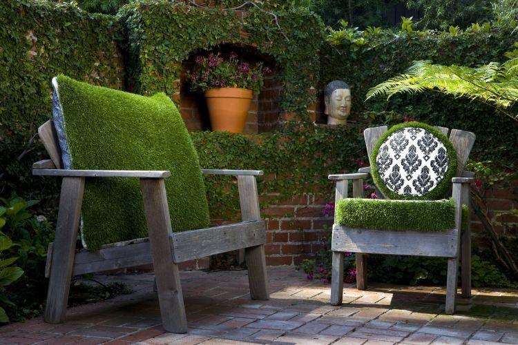 Прекрасно покритие от градински предмети от мъх