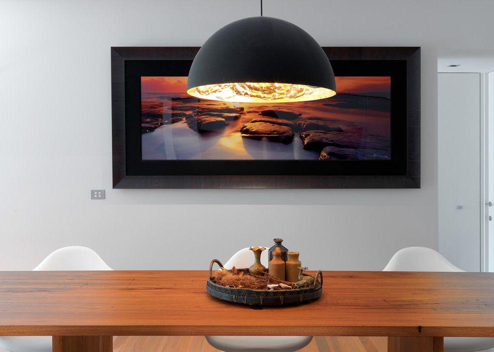 Подвесной светильник в интерьере столовой от MR.MITCHELL