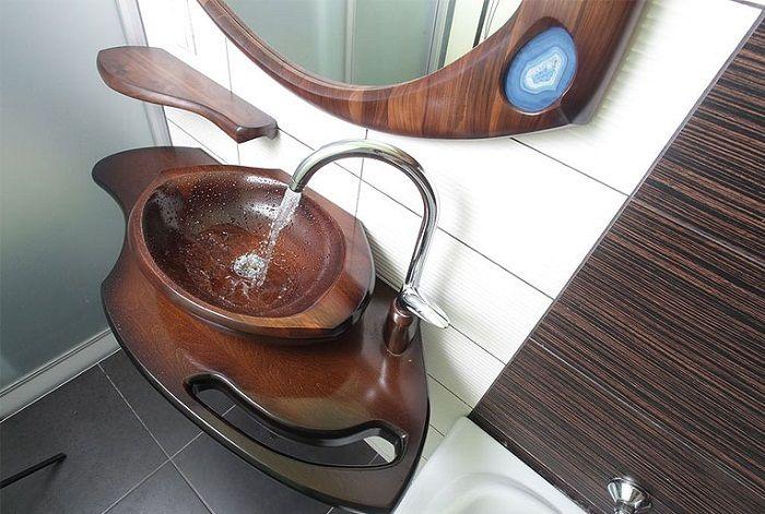 Крутой вариант облагородить интерьер ванной комнаты с помощью такой интересной раковины