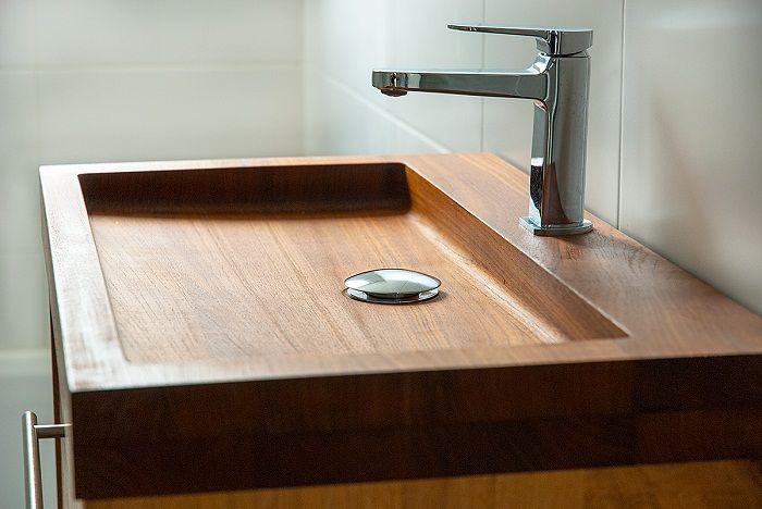 Оформление ванной комнаты с добавлением такого интересного варианта декорирования раковины.